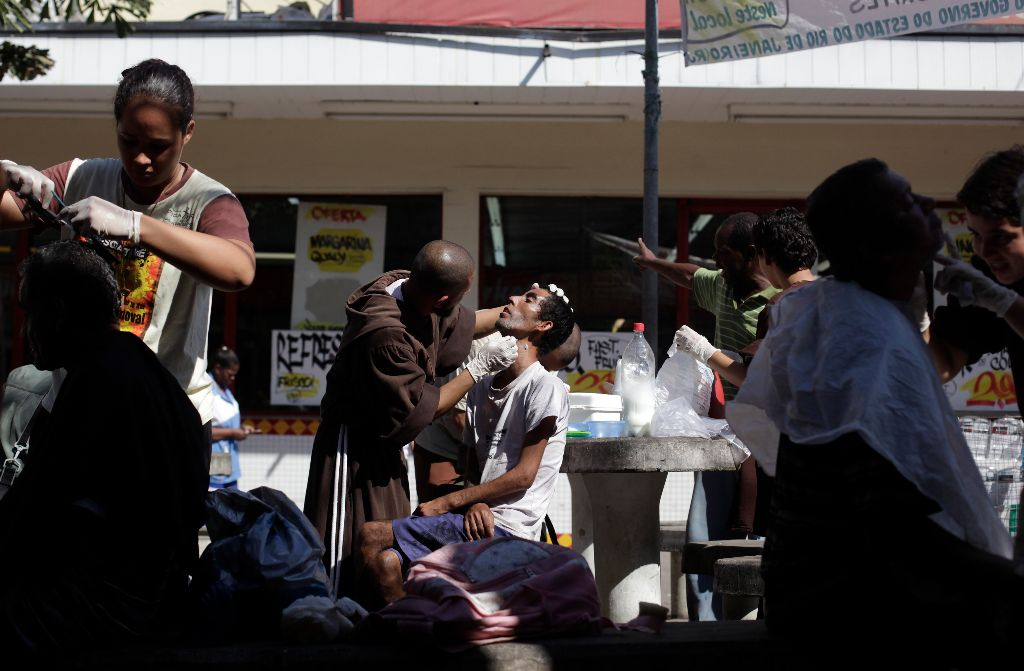 Brothers and sisters of the Franciscan fraternity called O Caminho offer haircuts and shaves for homeless people in the Campo Grande neighborhood of Rio de Janeiro, April 16, 2013. REUTERS/Ricardo Moraes (BRAZIL)