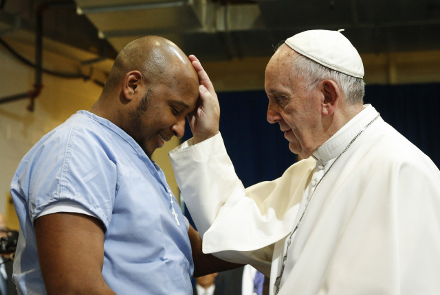 Pope Francis blesses a prisoner as he visits the Curran-Fromhold Correctional Facility in Philadelphia Sept. 27. (CNS photo/Paul Haring) Sept. 27, 2015.